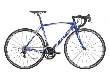 Vélos de route, VTT, vélos enfants, VAE, vélos de ville, single speed, tandems... Atala produit tout type de bicyclettes